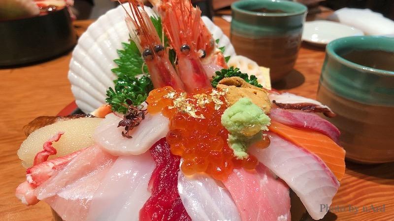 溢れかえった海鮮丼